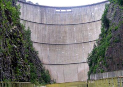 Barajul-Vidraru-in-spatele-lui...un-munte-de-apa-1024x768